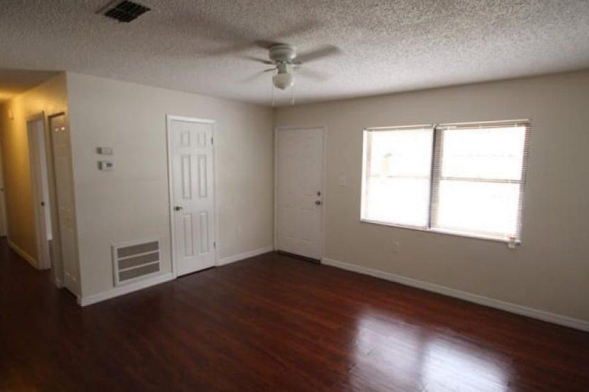 618 Reddick Street Eustis, FL 32726 3